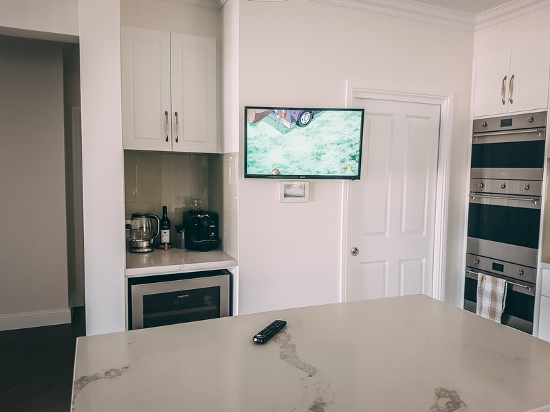 Kitchen Tv Wall Mount On A Swivel Bracket Install Express