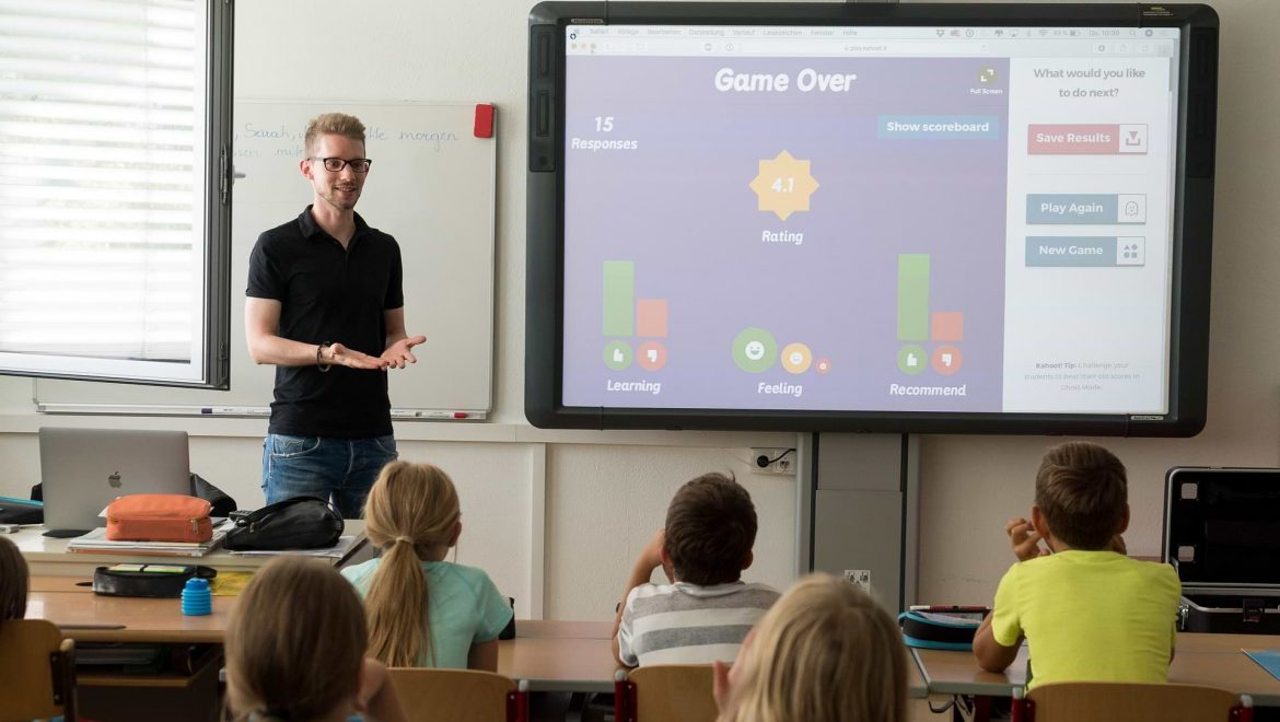 THE ULTIMATE GUIDE TO SMARTBOARDS FOR EDUCATION